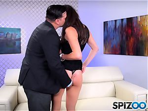 Spizoo - nubile Anna Morna is penalized by a humungous cock