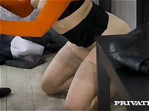 Private.com - Mia Malkova bangs in the hallway