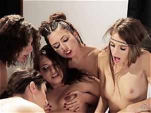 Bree Daniels and her mates have a lesbo sex