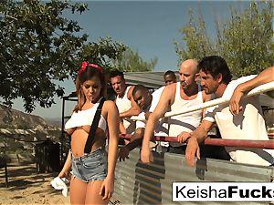 supah wonderful Keisha gets ready for her gang-fuck