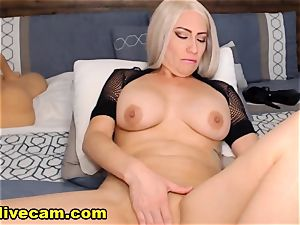 scorching cougar Doing nasty On cam