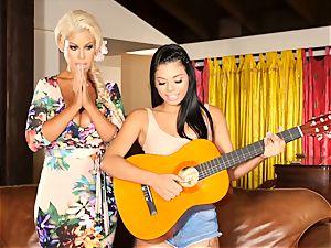 Bridgette B teaches Gina Valentina a super-fucking-hot lesson