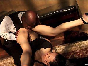 Ange Venus deepthroat a black stud on a throne like tabouret