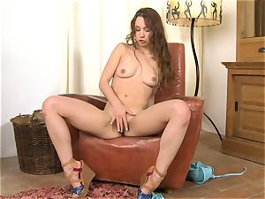 Taylor Sands gets super-fucking-hot and ultra-kinky on a tabouret