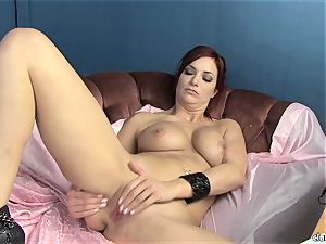 voluptuous Jayden Cole likes teasing her sugary-sweet moist bud