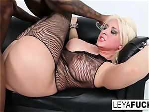 sizzling yam-sized tittie blonde Leya gets her arse plowed