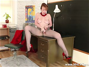 red-haired mummy fingers puss on office desk in tights