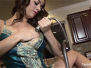 Taylor Vixen plays with her cunt in the kitchen drown